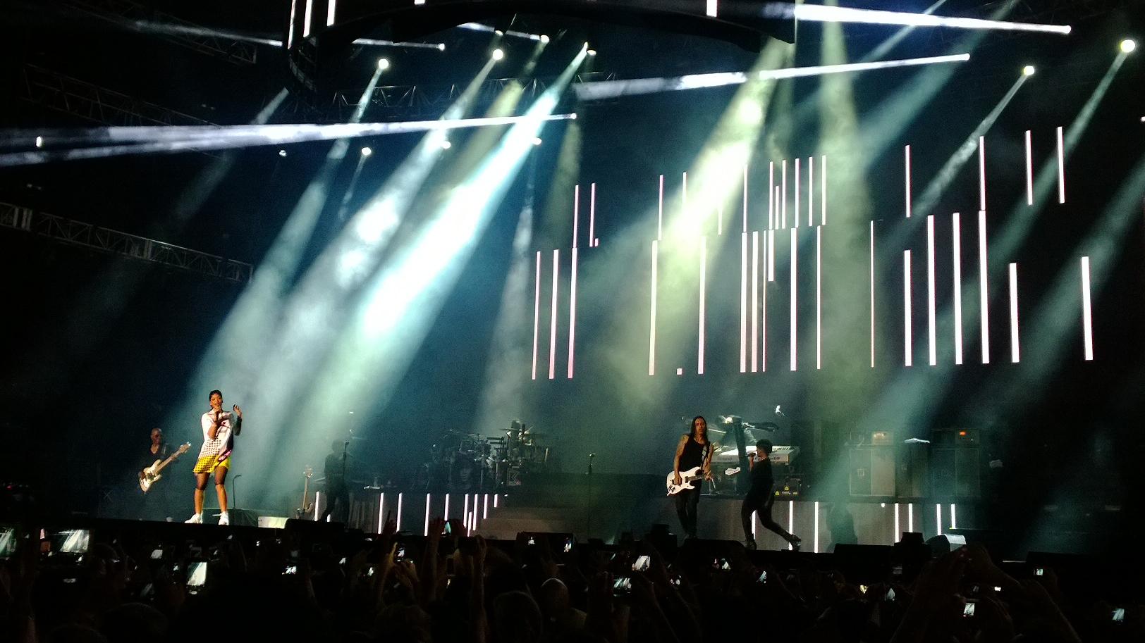 Nokia-Lumia-1020-Rihanna-concert-2